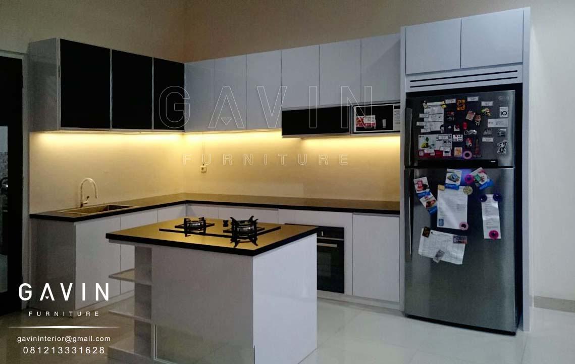 Desain kitchen set yang sesuai interior ruangan lemari for Desain kitchen set