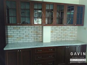 model kitchen set klasik dengan kayu jati